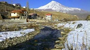 Damavand_mountain_and_spring