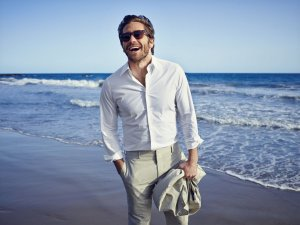 Jake-Gyllenhaal-California-Linen-Suit-43